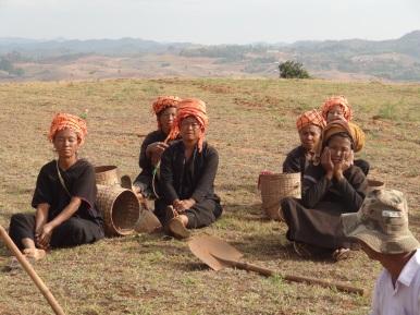 Trachten gehören immer noch zum Alltag (Volksgruppe der Pa'O)