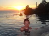 Sonnenuntergang im Infinity Pool