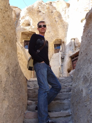 On the narrow paths in Kandovan