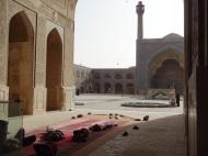 In der Jameh Moschee (der grössten des Landes) kann man nicht nur beten