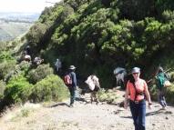 Touristen und Einheimische unterwegs in den Simien Bergen